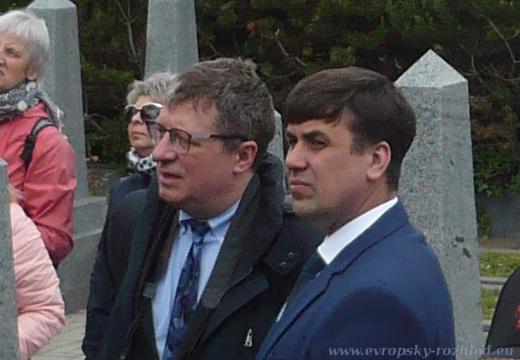 Evgeny Nikolaevich GOLIKOV (vpravo) na Olšanských hřbitovech v rámci přijezdu Nočních vlků v roce 2019.