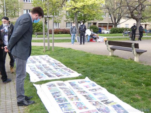 Akce těchto spolků kromě papírového Koněva provází i nástěnky s fotografiemi a novinovými články, které o nich byly napsány.