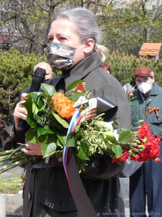 Moderátorka pietní akcí, která vedla rozhovory s potomky vojáků Rudé armády.