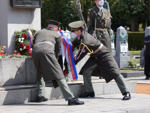 Pietě byli přítomni zástupci Armády České republiky.