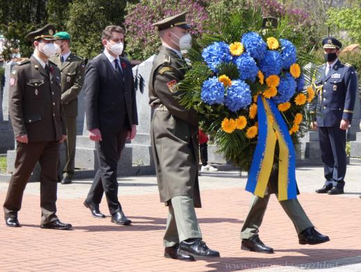 Zahájení piety za padlé vojáky Rudé armády v druhé světové válce na Olšanských hřbitovech.