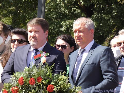 Vlevo běloruský velvyslanec Valery N. Kurdyukov