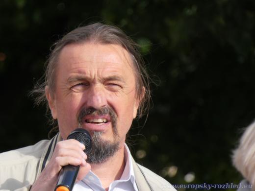Hlavní řečník během protestů.