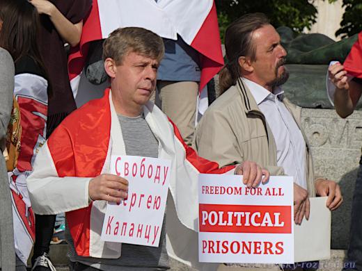 Svobodu pro všechny politické vězně.