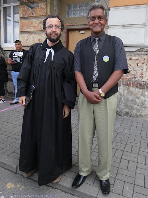 Farář Mikuláš Vymětal s Emilem.