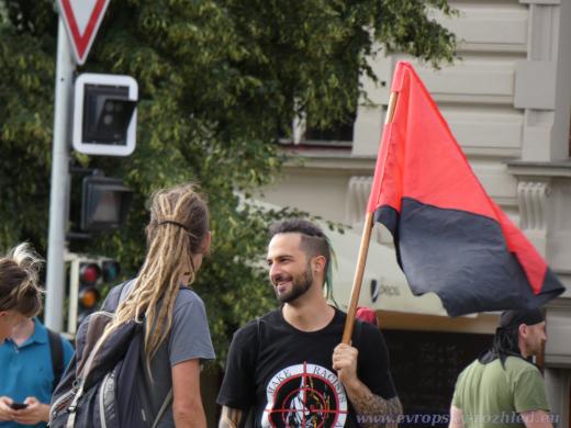 Anarchistické vlajky a symboly.