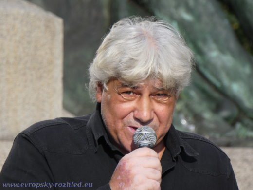 Jožko Mikér svá tvrzení zakládá na výpovědí svědků.
